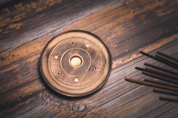 Räucherstäbchenhalter / Räucherkegelhalter rund, Holz