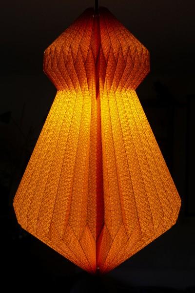 Lampenschirm orange aus Papier