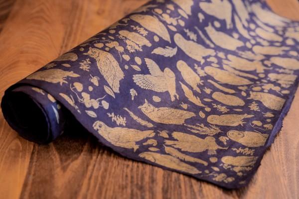 handgeschöpftes Geschenkpapier, Eulenwald aubergine-gold