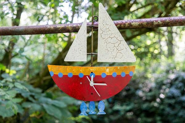 Wanduhr Fischerboot, rot mit Fischen