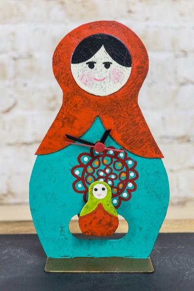Standuhr Babuschka, türkis mit Baby und Mandala