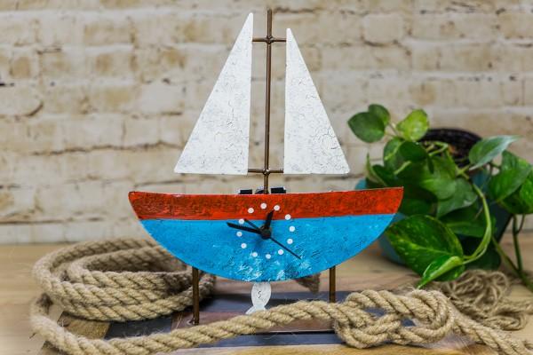 Standuhr Fischerboot, blau/rot mit Segel und Fisch