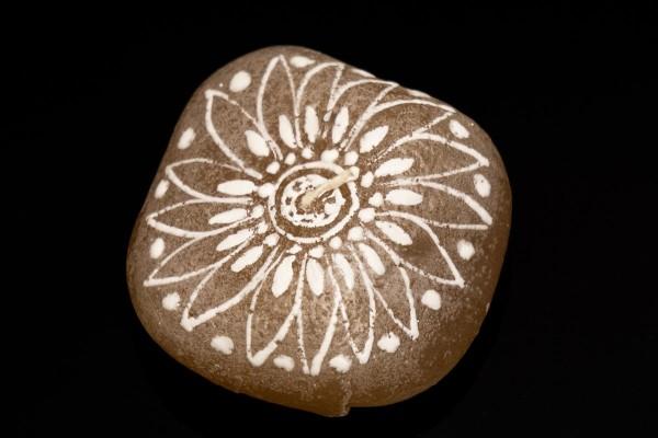 Kerze in Steinform, Mandala