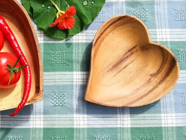 Holzschale in Herzform, 15cm